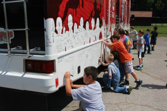 Youth and students will have the opportunity to sign Joe's tour bus and dedicate with young people across the country to lead a healthy lifestyle.